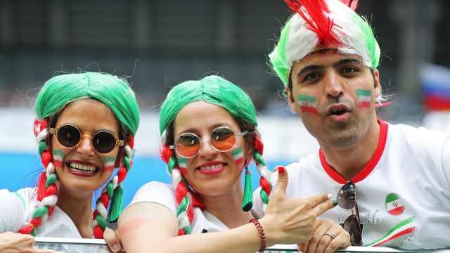 历史首次!伊朗允许女性进场看球赛