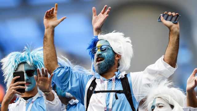 高唱梅西!阿根廷球迷生死战前狂欢