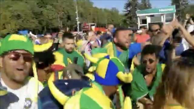 内马尔进球,巴西球迷再唱梅西回家