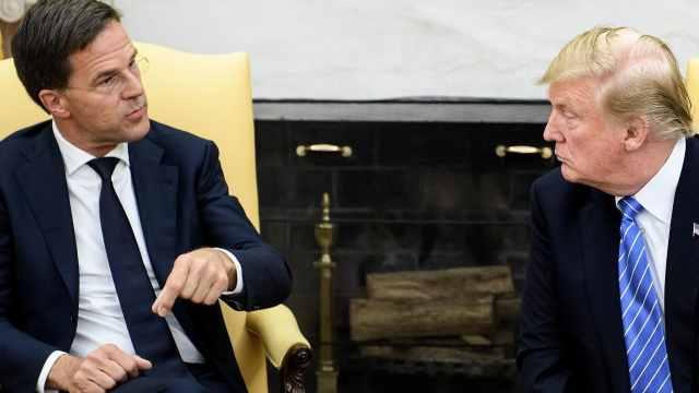 荷兰首相打断川普说话,当面说不