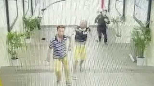网曝男子踢公共花盆,保安劝阻被打
