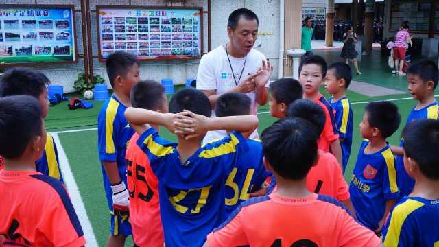 语文老师转岗教足球,球队获奖无数