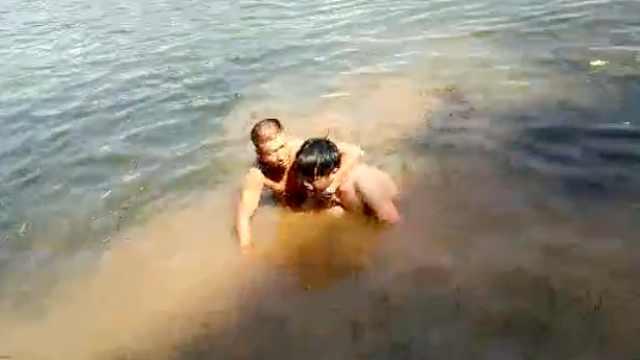赞!兄弟俩27年来救出30多名溺水者