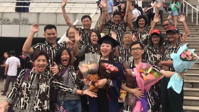 印尼女孩毕业,全家14口来清华拍照