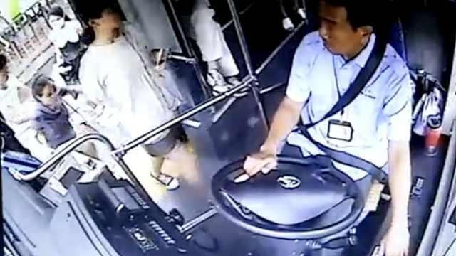 乘客手机被偷,公交司机狂追夺回