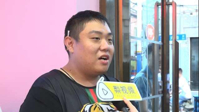 男粉丝为和偶像SNH48合影,减170斤