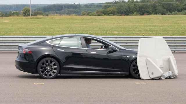 很尴尬!Model S刹车测试居然撞了