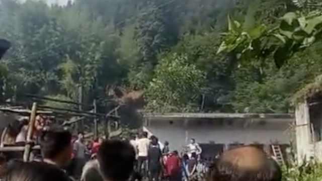 云南镇雄:土坎垮塌冲毁房,4人被埋