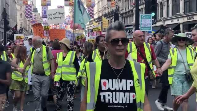 尴尬!特朗普访英,五万人街头抗议