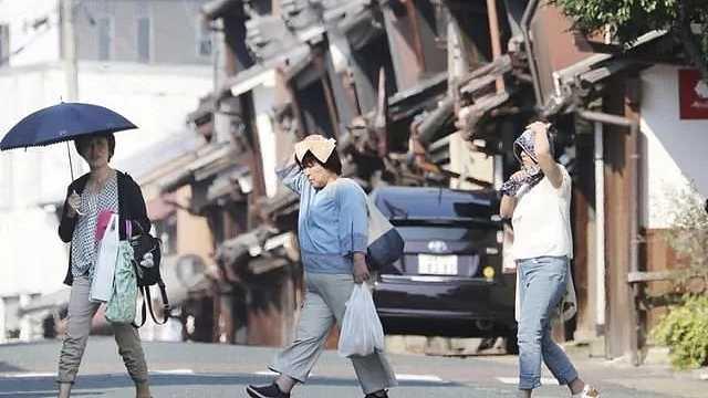 直播:多人死!日本洪灾后遇40度高温