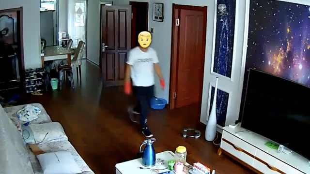 他戴手套爬窗盗窃,被拍下高清视频