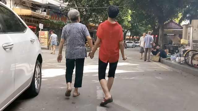 40岁孙女不会说话,奶奶照顾起居