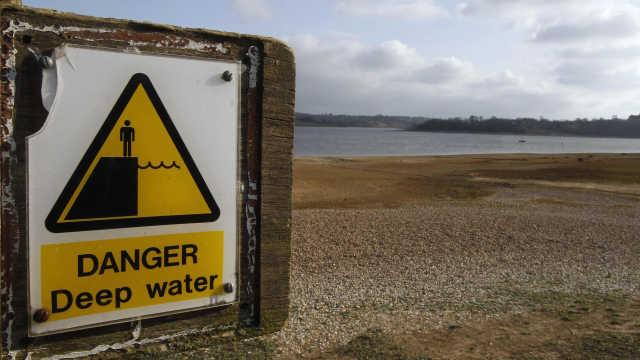 直播:英国严重旱灾,洗澡慢了被起诉
