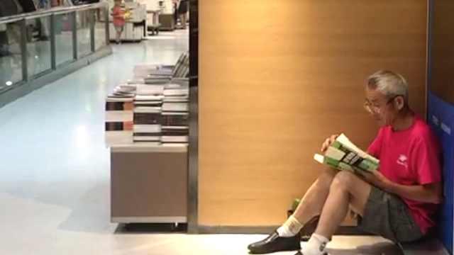 七旬夫妇泡书城:没知识孩子不沟通