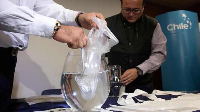 智利发明塑料袋:完全溶于水还能喝
