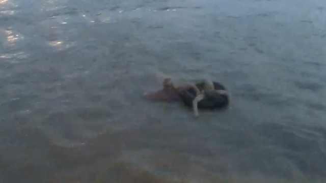 14岁男孩夜游长江,被大浪冲走4公里