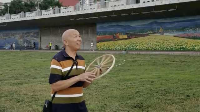 6旬大爷每天放风筝2小时:治颈椎病
