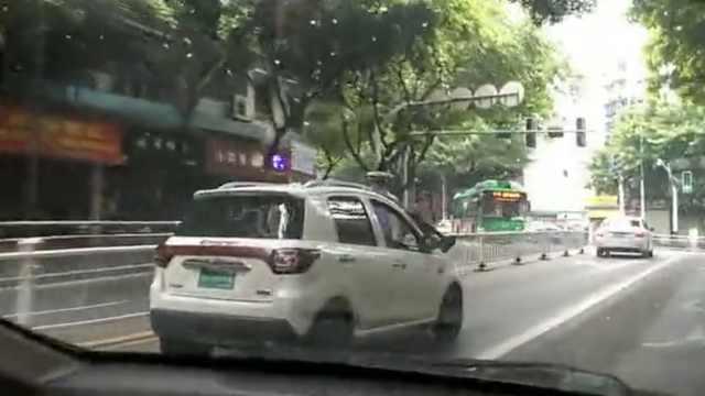 车身挂2交警,男子一路狂奔数百米