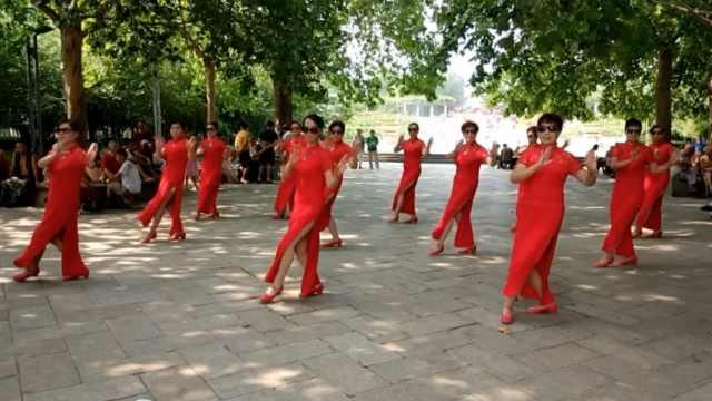 厉害了!大妈组团跳旗袍舞,最大68岁