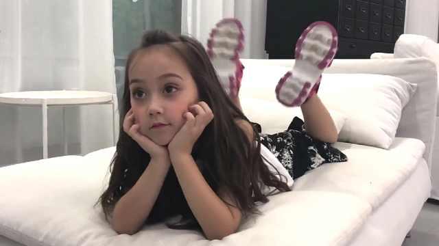 6岁混血小模特走红:一天换70套衣服