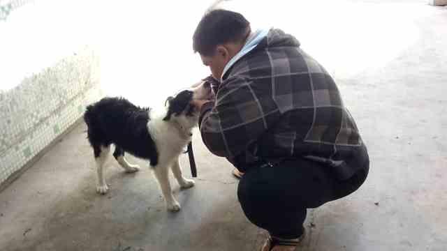 巨胖小伙减220斤:医生送狗陪我减肥