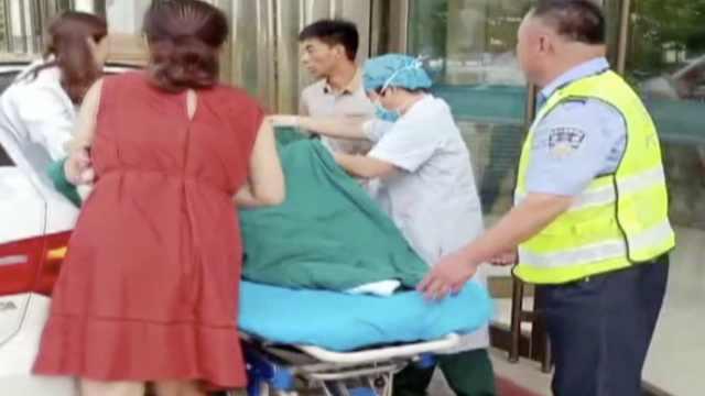孕妇临盆交警送医,警车上产下女婴