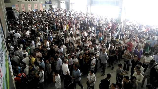 受台风影响,40趟列车停运乘客滞留