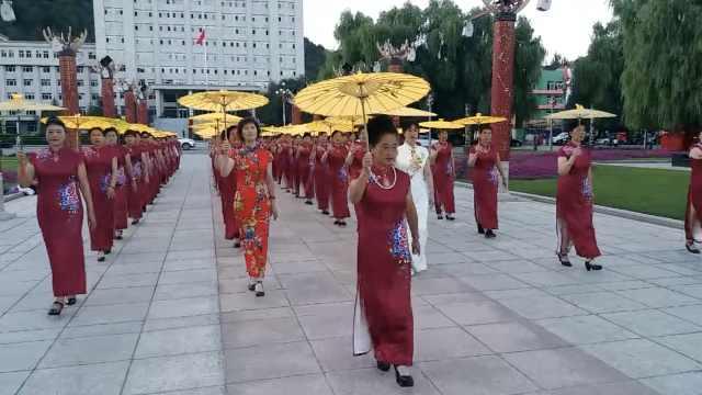 旗袍大妈广场走秀,称1个月瘦了20斤