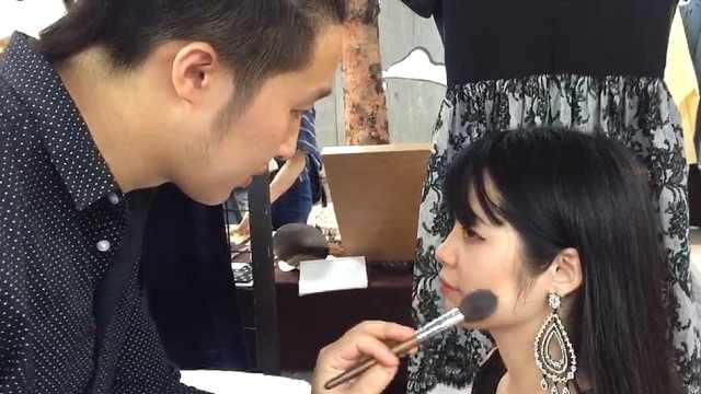 女朋友不懂化妆,90后小伙专门去学