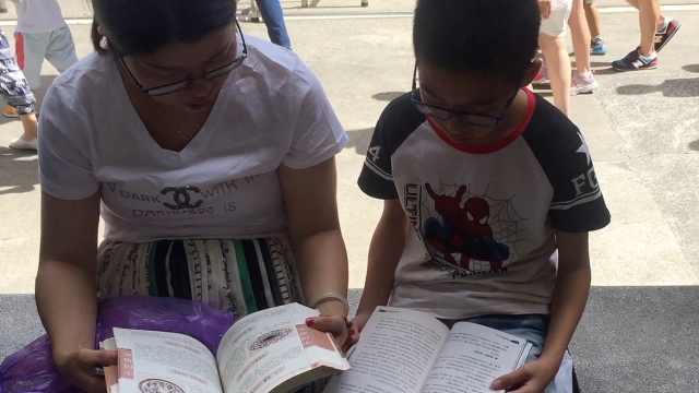 孩子爱读书,妈妈每周去3次图书馆