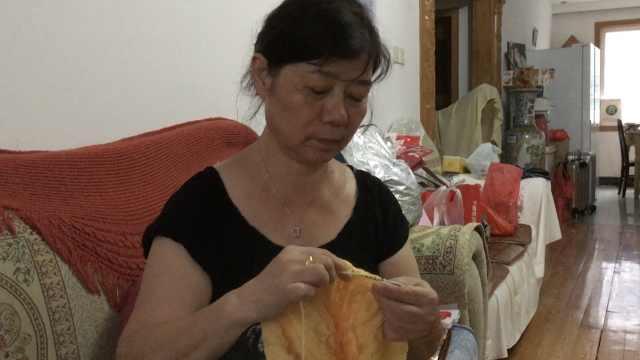 她坚持43年助贫困生,丈夫为她出书