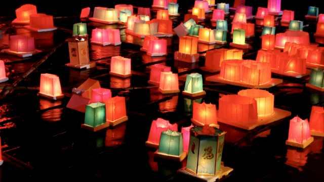 3千河灯庆中元节,萌娃祝妈妈永不老