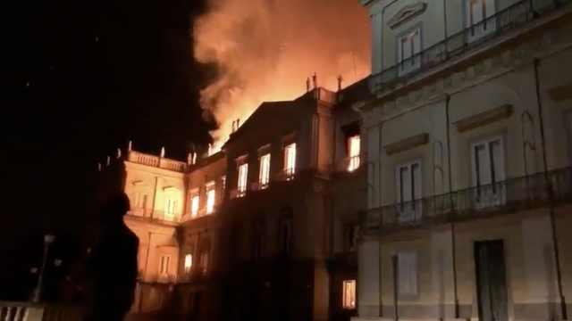 拥有200年历史的巴西博物馆失火!