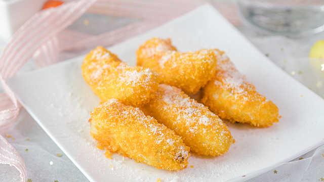 香蕉裹上面包糠炸一下,酥软又香甜