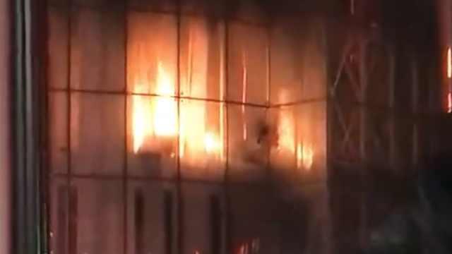 吉林一超市突发火灾,顾客往外狂跑