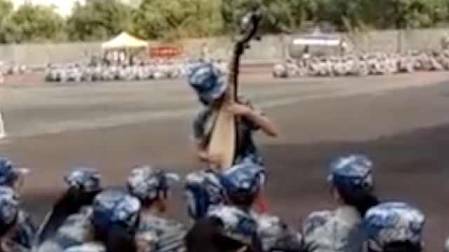 三峡大学军训季,大一新生弹琵琶
