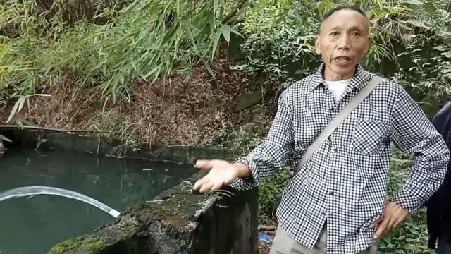 他守公厕15年,自费万元挖井水打扫