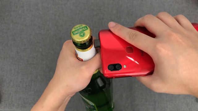 用vivo NEX的升降摄像头开酒瓶盖!