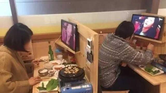 直播:一人餐、单人婚纱,韩单身经济