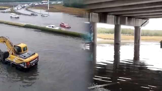 新疆暴雨降温10度,积水30cm淹多车
