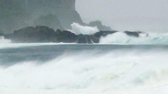 台风潭美登陆冲绳!势力与飞燕相当