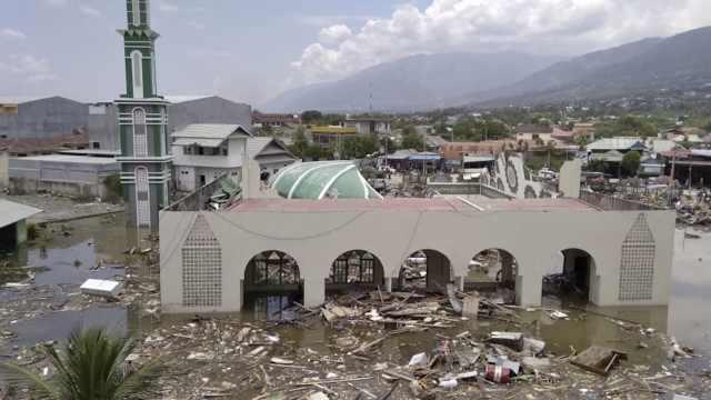 印尼地震并发海啸:已有384人遇难