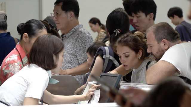 日本台风上千航班停飞!百万人避难