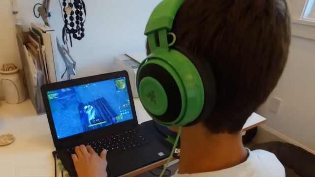警惕!孩子沉迷游戏社交能力会减弱