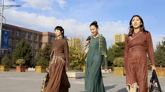大三女生穿蒙古袍,登上巴黎时装周