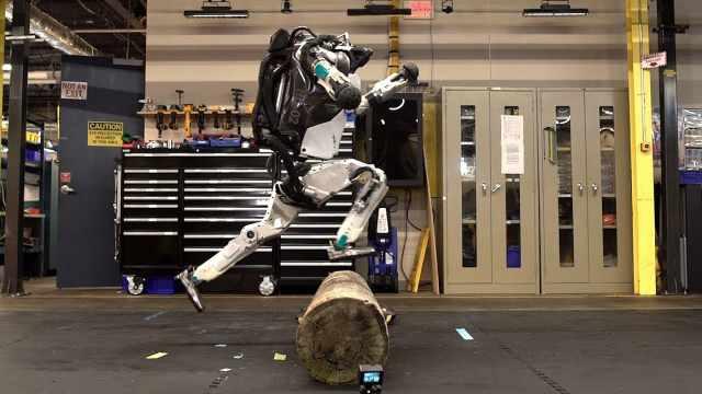 波士顿动力机器人再升级:会玩跑酷