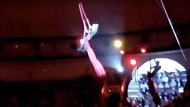 马戏团噩梦:19岁杂技演员空中坠落