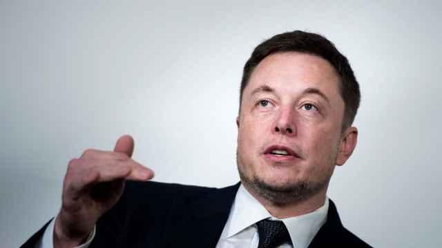 马斯克:明年在华生产,避谈新董事长