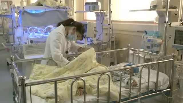 男婴出生没肛门,1年了爸妈浑然不知