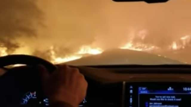 加州山火9人亡:5人驾车逃跑被烧死